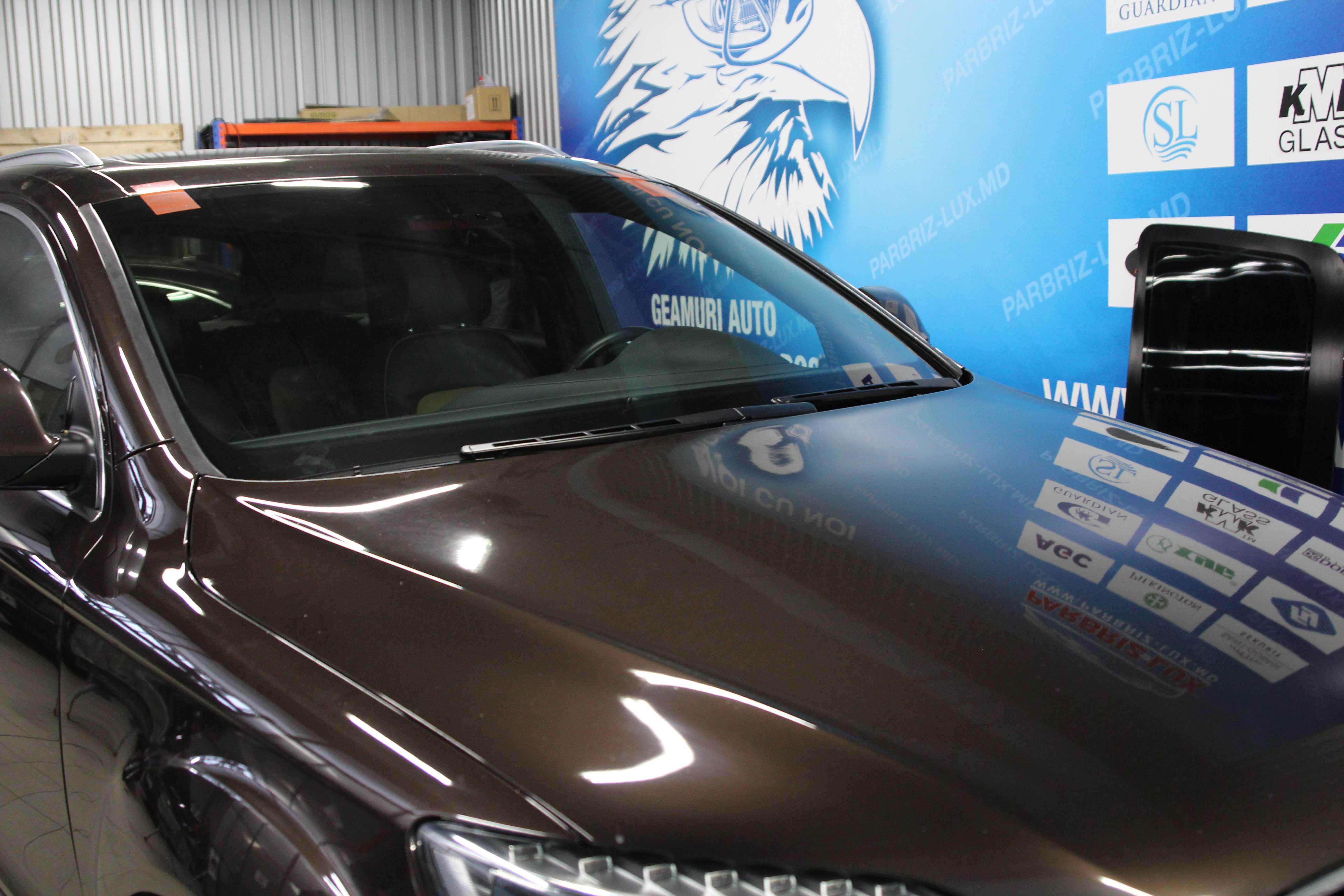 Geamul la Audi Q7