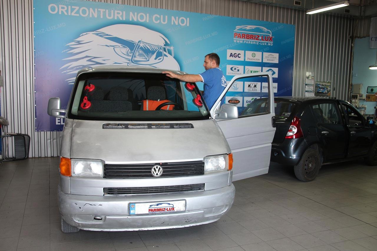 Montare parbriz Volkswagen Transporter